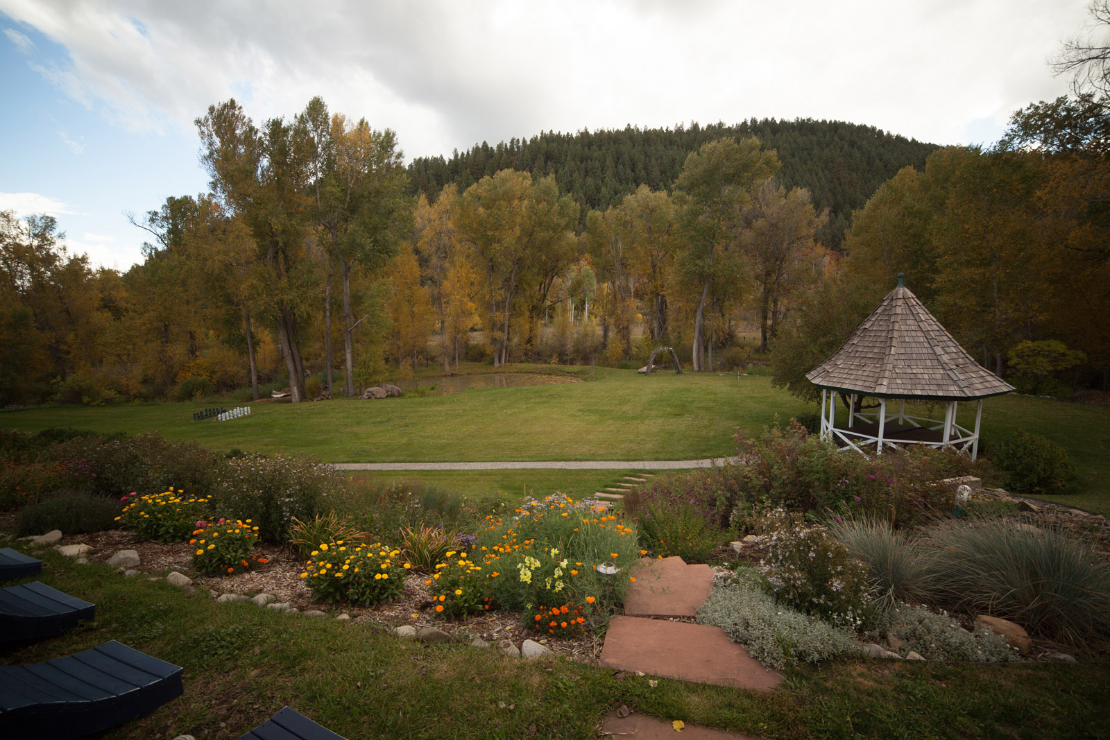 white bed and breakfast for weddings in durango co