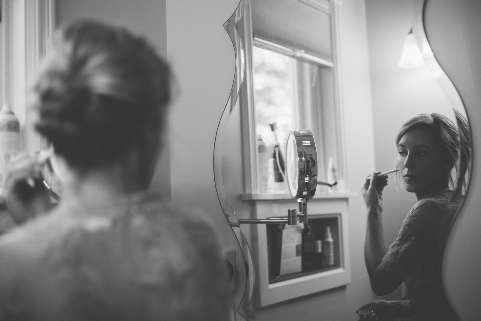 009-abstract-bride-in-fron-of-mirror-getting-ready