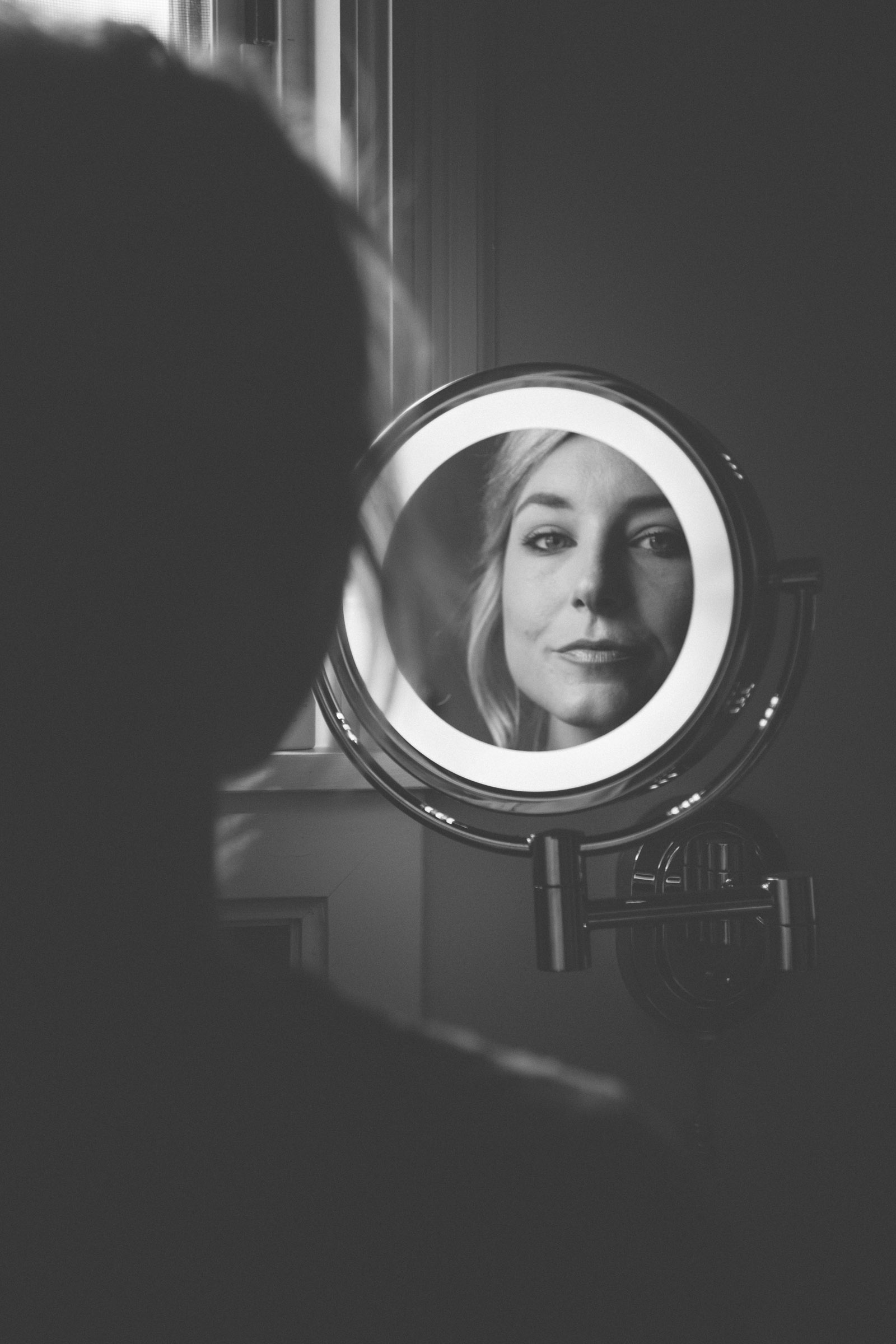 012-abstract-beautiful-bride-in-fron-of-mirror-getting-ready